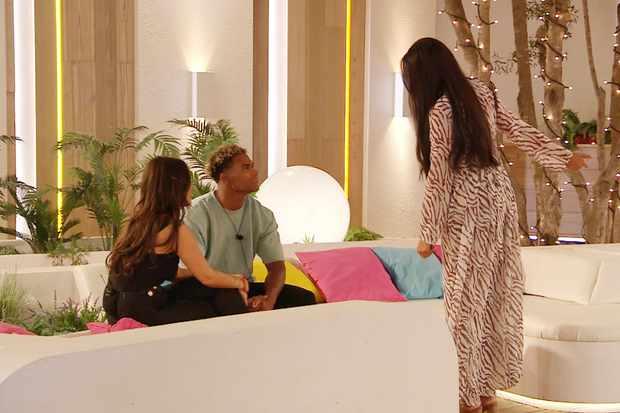Love island Anna confronts Jordan (ITV)