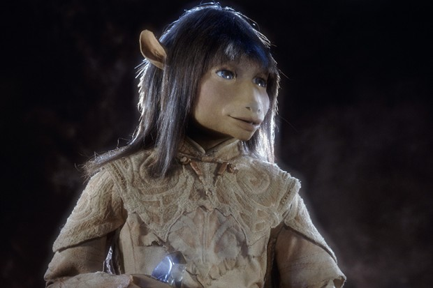 The Gelfling Jen holding the crystal shard in the animatronic fantasy film 'The Dark Crystal', 1982.  (Photo by Murray Close/Getty Images)