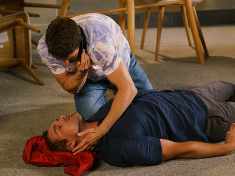 Why is Ali Neeson addicted to painkillers in Coronation Street? And who did he kill?