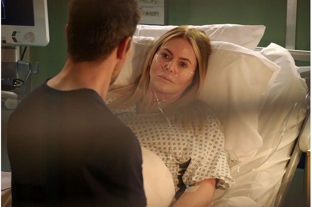 18680336-high_res-holby-city