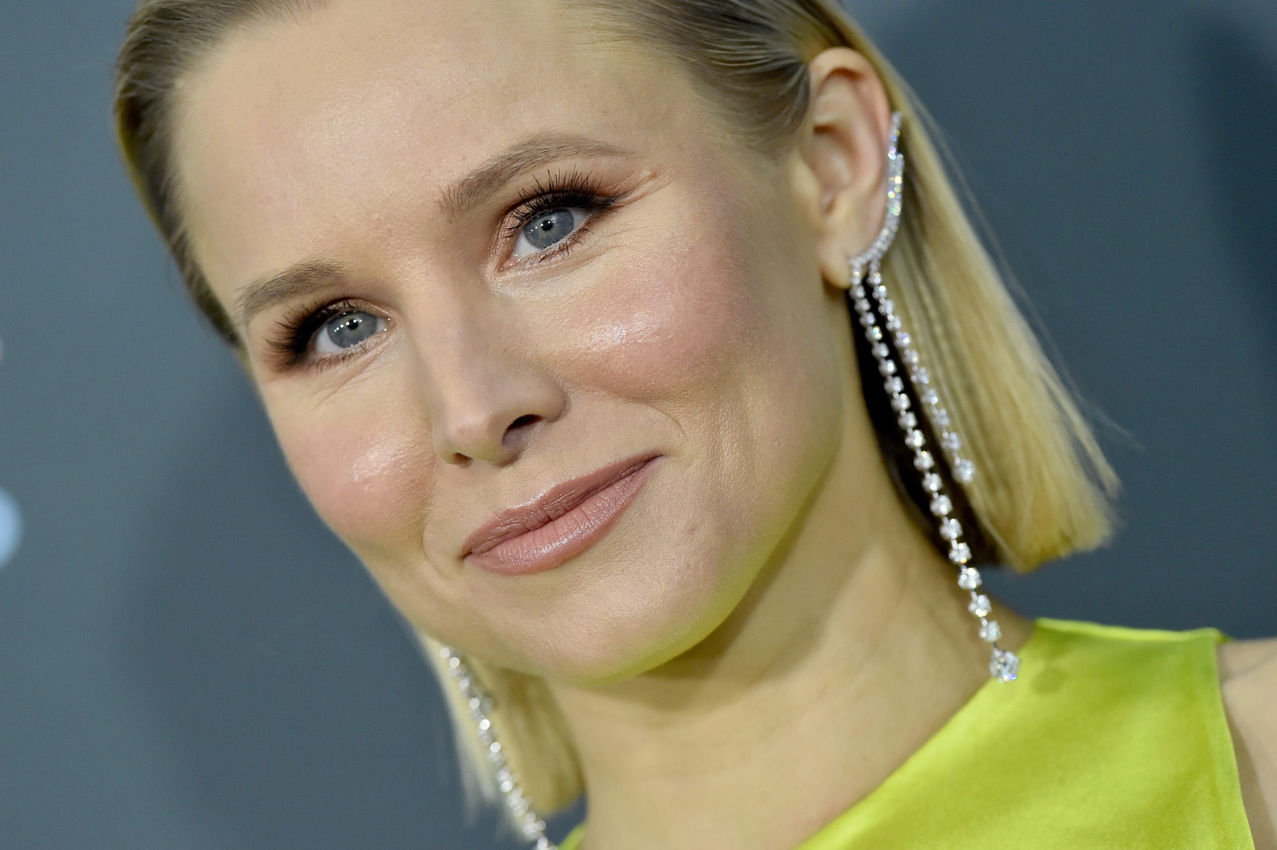 SANTA MONICA, CALIFORNIA - JANUARY 12: Kristen Bell attends the 25th Annual Critics' Choice Awards at Barker Hangar on January 12, 2020 in Santa Monica, California. (Photo by Axelle/Bauer-Griffin/FilmMagic)