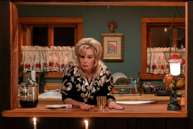 Jessica Lange plays Dusty