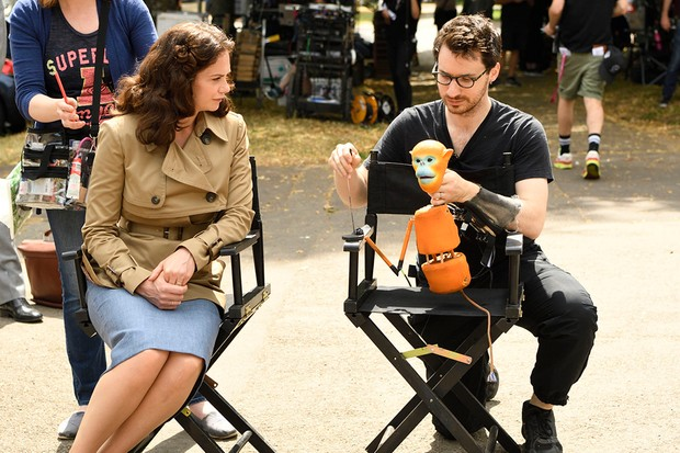 Ruth Wilson with puppeteer Brian Fisher (BBC)