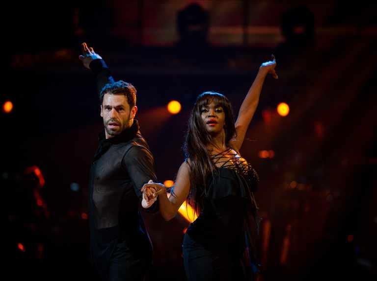 """Kelvin Fletcher leaves Strictly Come Dancing judges flustered after """"dangerous"""" rumba"""