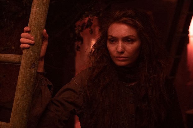 WARNING: Embargoed for publication until 00:00:01 on 26/11/2019 - Programme Name: The War of the Worlds - TX: n/a - Episode: n/a (No. 3) - Picture Shows:  Amy (ELEANOR TOMLINSON) - (C) ©Mammoth Screen 2018 - Photographer: Matt Squire