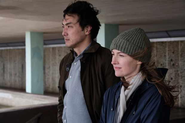 Programme Name: Giri/Haji - TX: n/a - Episode: n/a (No. 6) - Picture Shows: L-R Kenzo Mori (TAKEHIRO HIRA), Sarah Weitzmann (KELLY MACDONALD) - (C) Sister Pictures - Photographer: Ludovic Robert