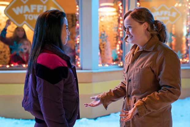 Let It Snow - Anna Akana, Liv Hewson - Photo Credit: Netflix / Steve Wilkie