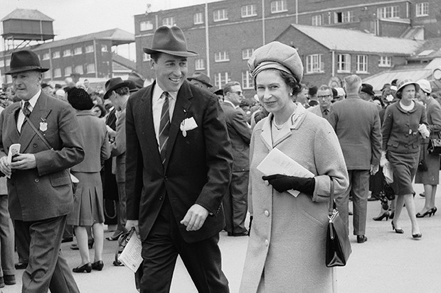 circa 1965: Queen Elizabeth II and Lord Porchester at Newbury Races