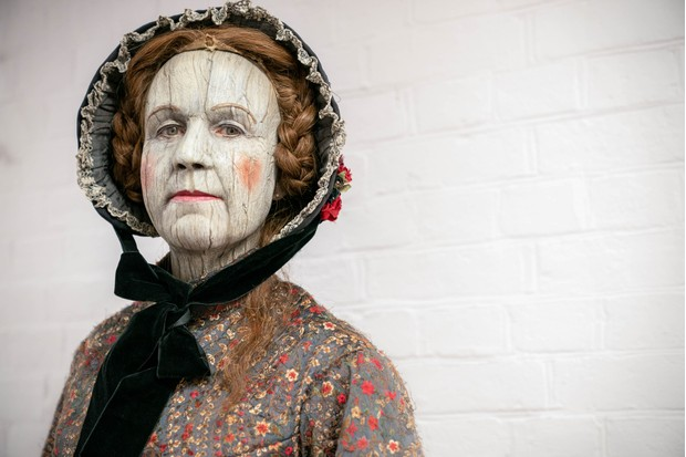 Vicki Pepperdine plays Aunt Sally