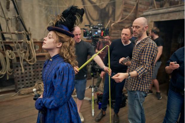 Behind-the-scenes image of Dorabella (Lily Dodsworth-Evans)