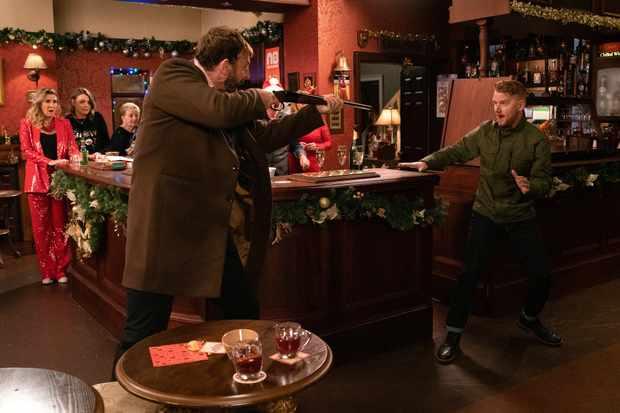 coronation street christmas 2019 rovers siege