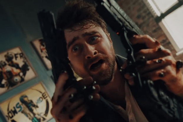 Daniel Radcliffe, Guns Akimbo, screenshot from trailer https://www.youtube.com/watch?v=ZOFatKD0Vzo
