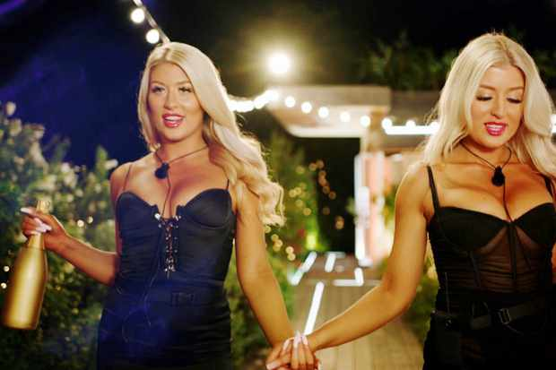 Love Island Jess and Eve ©ITV