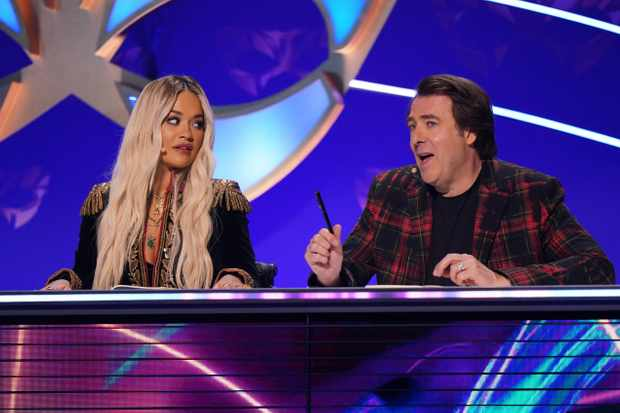 This image is strictly embargoed until 00.01 Friday 24th January 2020  From Bandicoot TV  The Masked Singer: Ep5 on ITV  Pictured: Rita Ora and Jonathan Ross.  This photograph is (C) Bandicoot TV and can only be reproduced for editorial purposes directly in connection with the programme or event mentioned above, or ITV plc. Once made available by ITV plc Picture Desk, this photograph can be reproduced once only up until the transmission [TX] date and no reproduction fee will be charged. Any subsequent usage may incur a fee. This photograph must not be manipulated [excluding basic cropping] in a manner which alters the visual appearance of the person photographed deemed detrimental or inappropriate by ITV plc Picture Desk.  This photograph must not be syndicated to any other company, publication or website, or permanently archived, without the express written permission of ITV Picture Desk. Full Terms and conditions are available on the website www.itv.com/presscentre/itvpictures/terms  For further information please contact: james.hilder@itv.com / 0207 157 3052