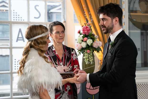 02_03_coro_sarah_adam_wedding_2nd_ep_03