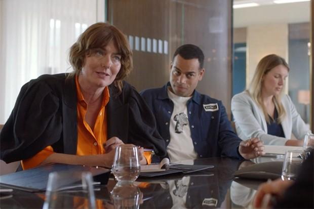 Anna Chancellor incarne Melanie Aickman dans The Split