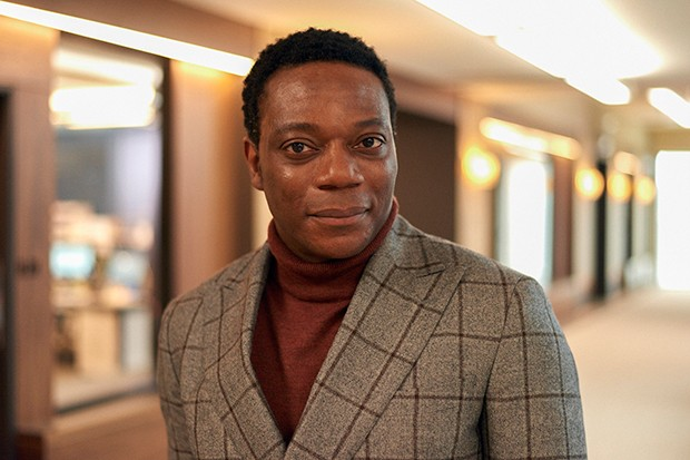 Chukwudi Iwuji joue Zander Hale dans The Split