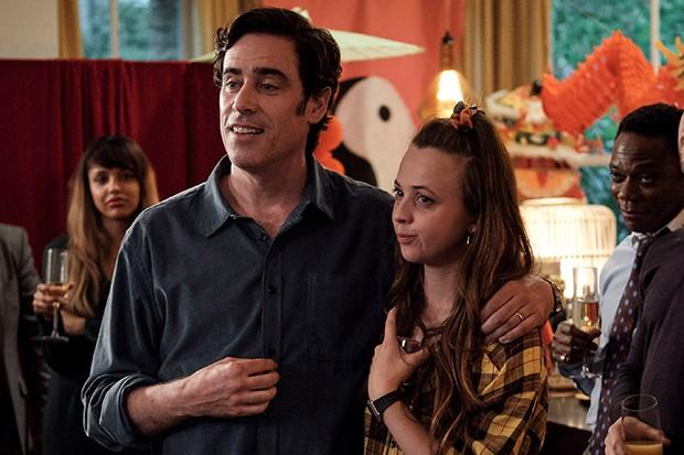 Elizabeth Roberts joue Liv dans The Split