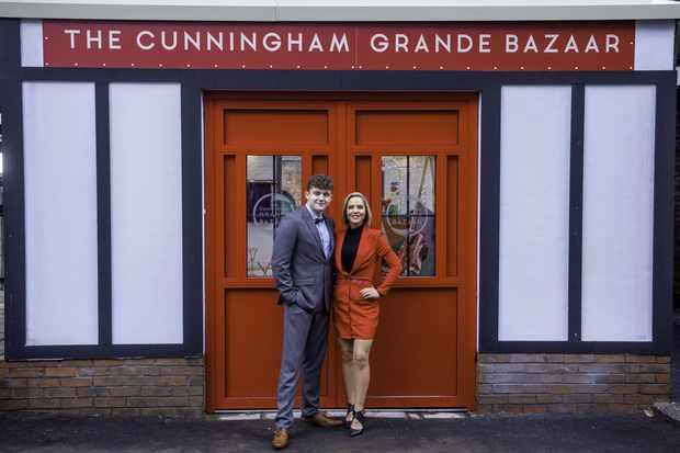 Tom & Cindy Cindy Grande Bazar