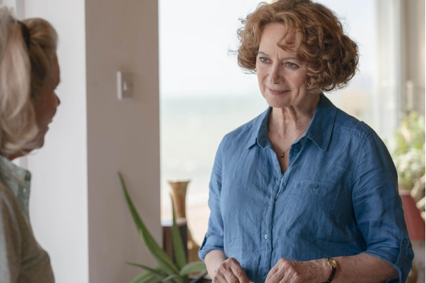 SILVERPRINT PICTURES PRESENTS FOR ITV FLESH AND BLOOD EPISODE 3 Pictured: IMELDA STAUNTON as Mary and FRANCESCA ANNIS as Vivien. This photograph must not be syndicated to any other company, publication or website, or permanently archived, without the express written permission of ITV Picture Desk. Full Terms and conditions are available on www.itv.com/presscentre/itvpictures/terms For further information please contact: Patrick.smith@itv.com 0207 1573044