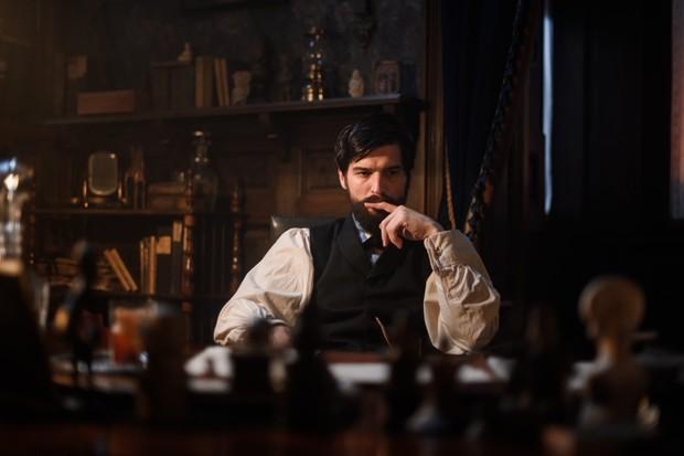 Robert Finster as Sigmund Freud (Netflix)