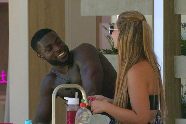 Love Island's Shaughna and Mike (©ITV)