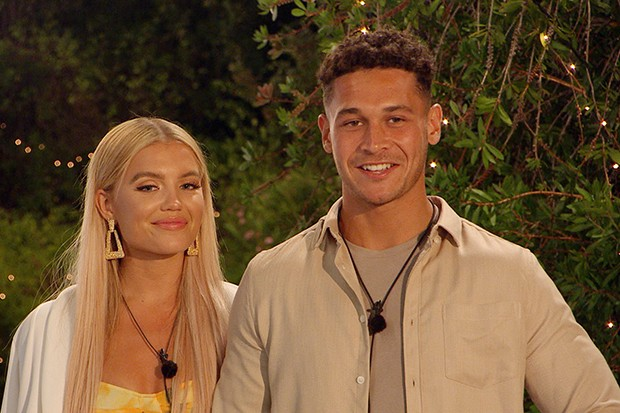 Love Island's Callum and Molly (©ITV)