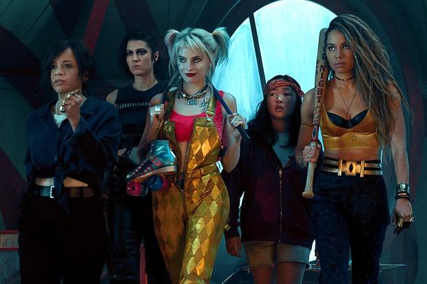 Rosie Perez, Mary Elizabeth Winstead, Margot Robbie, Ella Jay Basco and Jurnee Smollett-Bell in Birds of prey (WB)