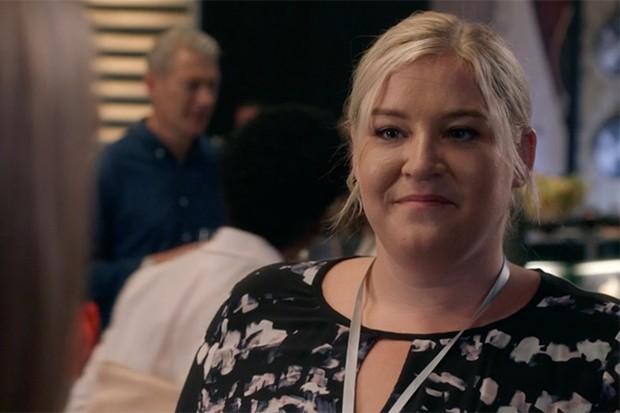 Harriet Webb joue Ali dans The Split