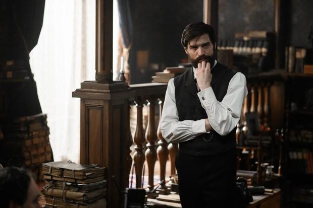 Freud on Netflix stars Robert Finster