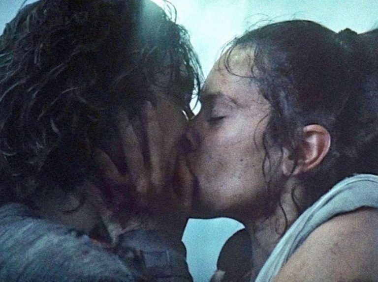 Star Wars Novel Says Rey And Kylo Kiss Wasn T Romantic Radio Times