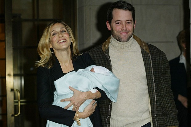 Actress Sarah Jessica Parker and husband actor Matthew Broderick leave Lennox Hill Hospital with their baby boy James Wilke Broderick in New York City. November 1, 2002. Photo by Evan Agostini/ImageDirect.