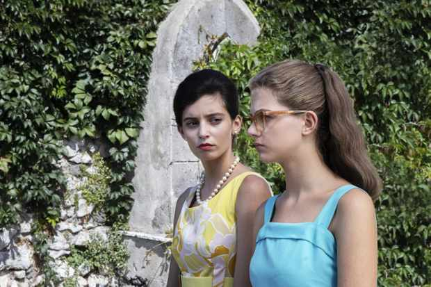 Elena agrees to a holiday in Ischia with Lila, knowing that Nino Sarratore will also be on the island.
