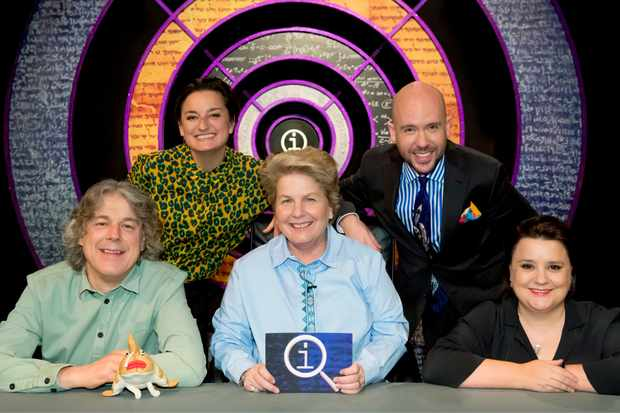 Programme Name: QI - Series R - TX: 04/06/2020 - Episode: QI - Series R - Ep 2 - RUFF AND READY (No. 2) - Picture Shows:  Alan Davies, Zoe Lyons, Sandi Toksvig, Tom Allen, Susan Calman - (C) Fremantle Media/Talkback - Photographer: Brian Ritchie