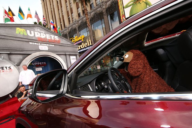 HOLLYWOOD, CA - 11 MART: Rowlf, Disney'in dünya galasına geldi