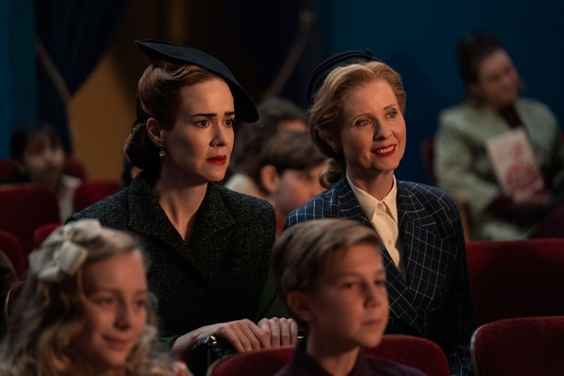 (L to R) Sarah Paulson as Mildred Ratched and Cynthia Nixon as Gwendolyn Briggs in Ratched