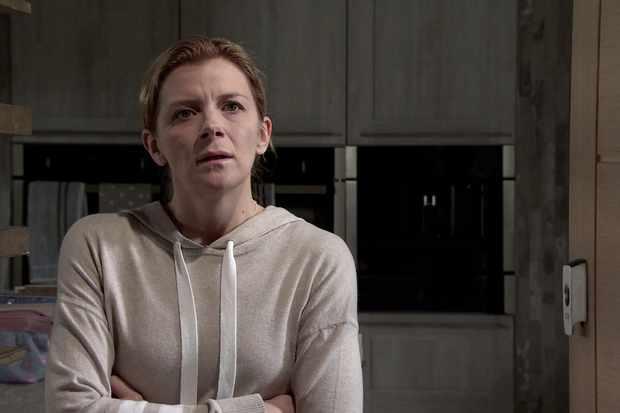 Simon's downward spiral makes life worse for Leanne on Coronation Street