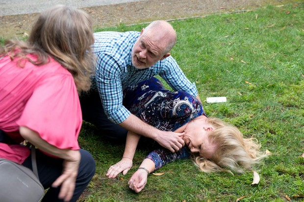 6 Neighbours spoilers for next week: Sheila's heart attack and Des returns
