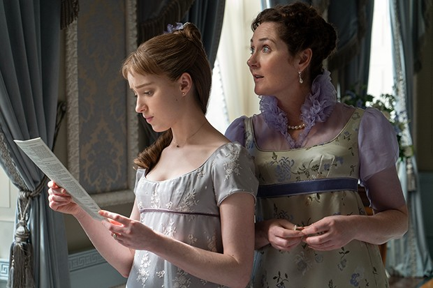 Bridgerton - Daphne reading Lady Whistledown
