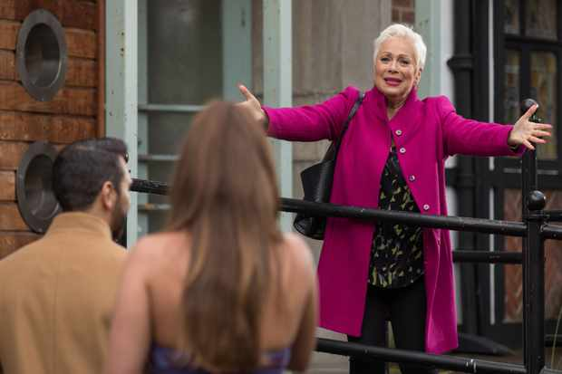 hollyoaks trish minniver week 3