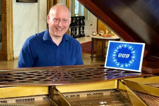 Steve Rosenberg at the piano