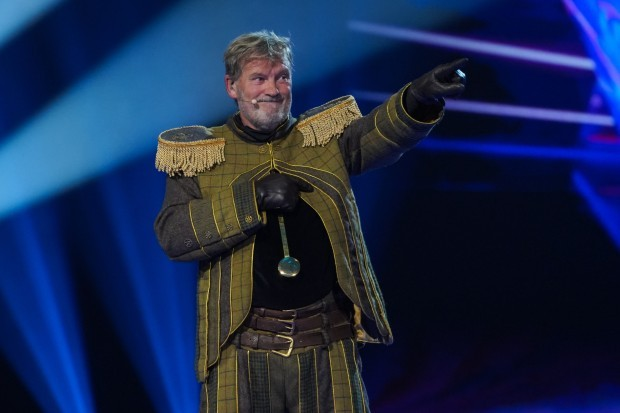 Glenn Hoddle as Grandfather Clock on The Masked Singer