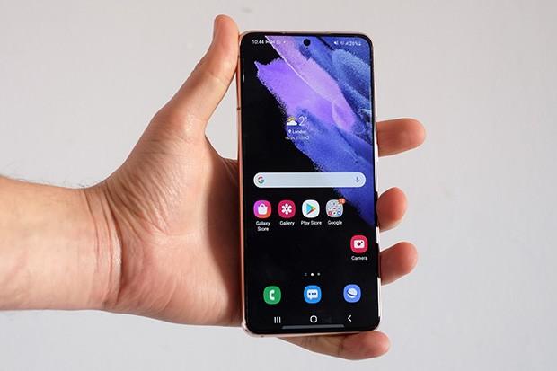 Samsung Galaxy S21 in a hand