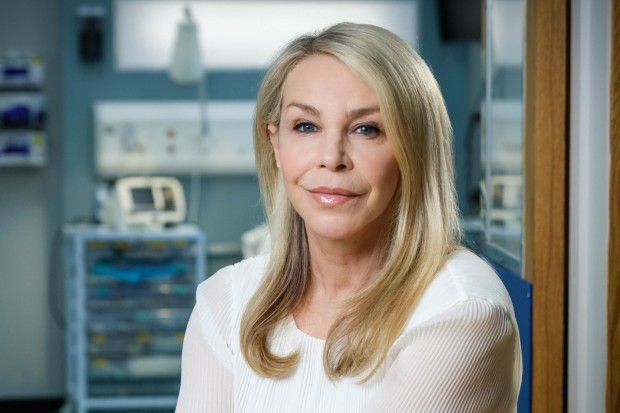 Leslie Ash plays Vanessa Lytton in Casualty