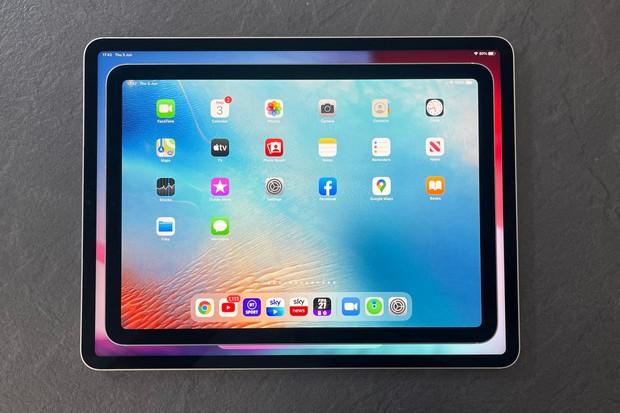 iPad Air on top of iPad Pro