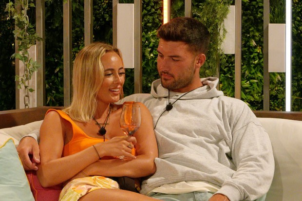 Millie and Liam in Love Island 2021