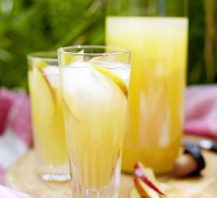 Apple, elderflower & gin cocktails in tall glasses