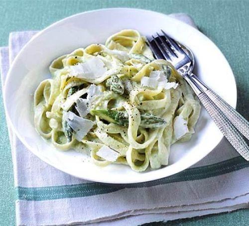 Bowl of asparagus & cream pasta