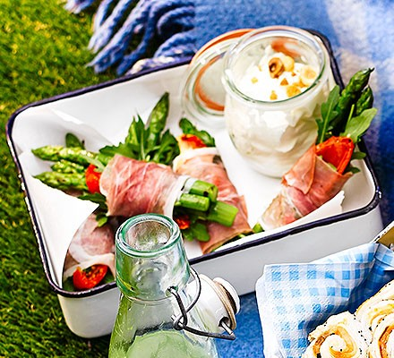 Asparagus & prosciutto bundles with goat's cheese & hazelnut dip