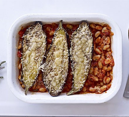 Baked aubergines with cannellini beans